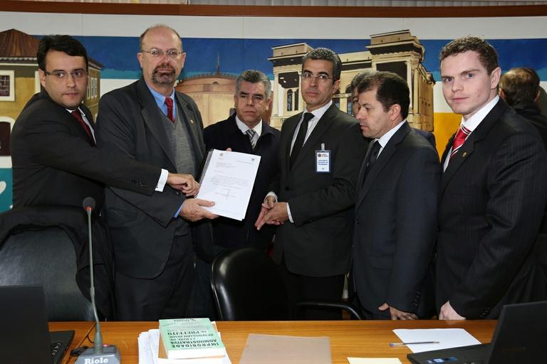 CPI poderá indiciar responsáveis por alterações no edital da licitação