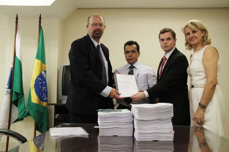 Entregue relatório da CPI ao Ministério Público Federal