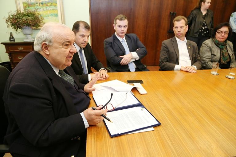Câmara e Prefeitura de Curitiba firmam convênio de gestão documental