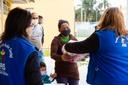 Abrace Curitiba: CMC entrega 200 cestas básicas na Vila Torres