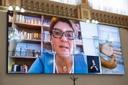 Adesão dos pais ao modelo híbrido é de 61% em Curitiba, diz secretária de Educação