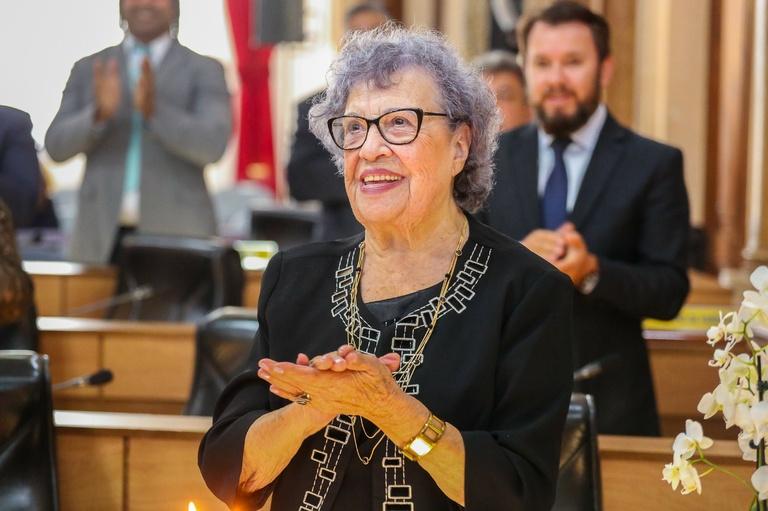 Aos 93 anos e com 4 mandatos,  Dona Lourdes se despede da CMC