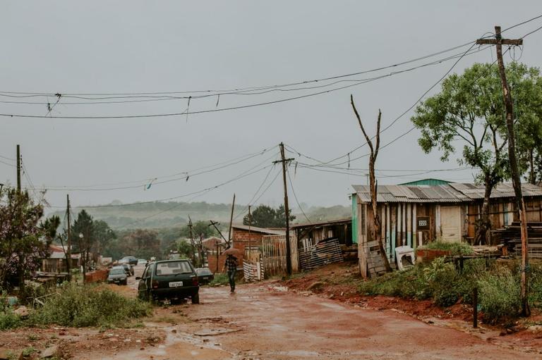 """Autorização para reparos em """"ruas não oficiais"""" é debatida na CMC"""