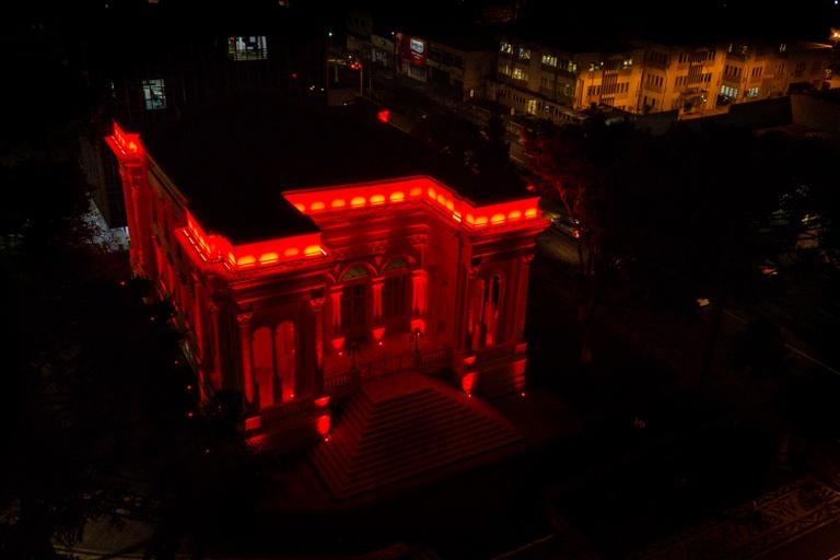 Câmara de Curitiba ilumina Palácio para incentivar doação de sangue