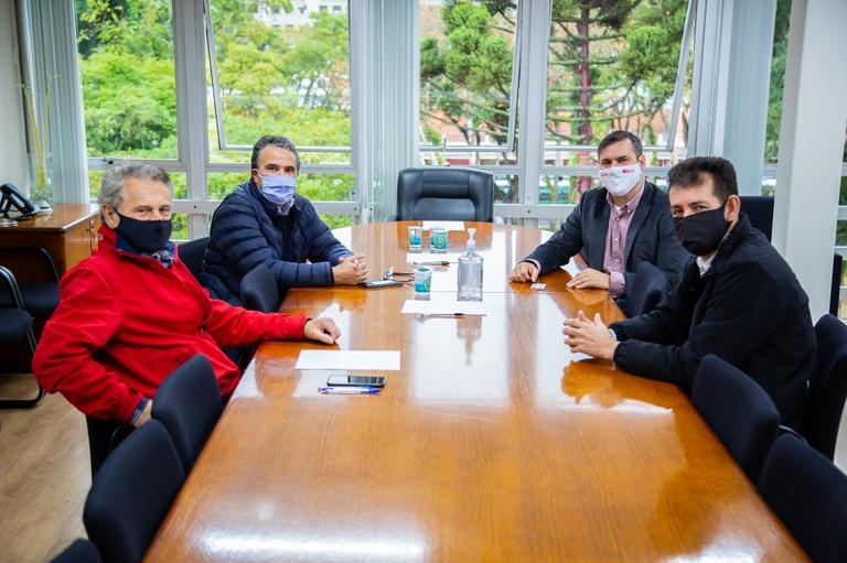 Câmara de Curitiba recebe comerciantes do Sítio Cercado