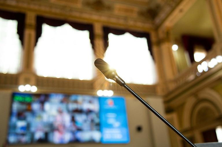 Câmara de Curitiba retoma sessões plenárias nesta segunda