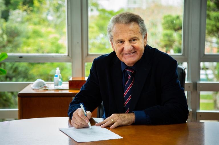 Câmara e CIEE/PR renovam contrato para programa de estágio