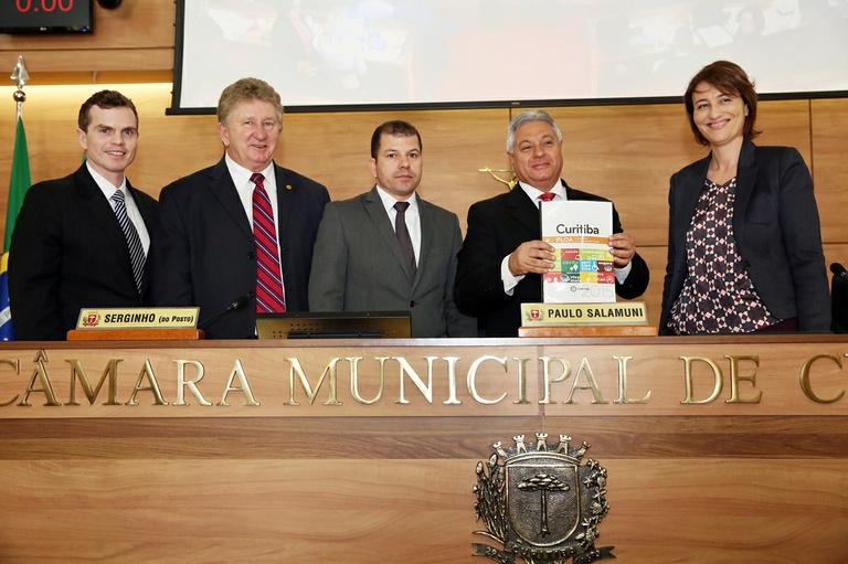 Câmara recebe projeto da Lei Orçamentária Anual de 2015