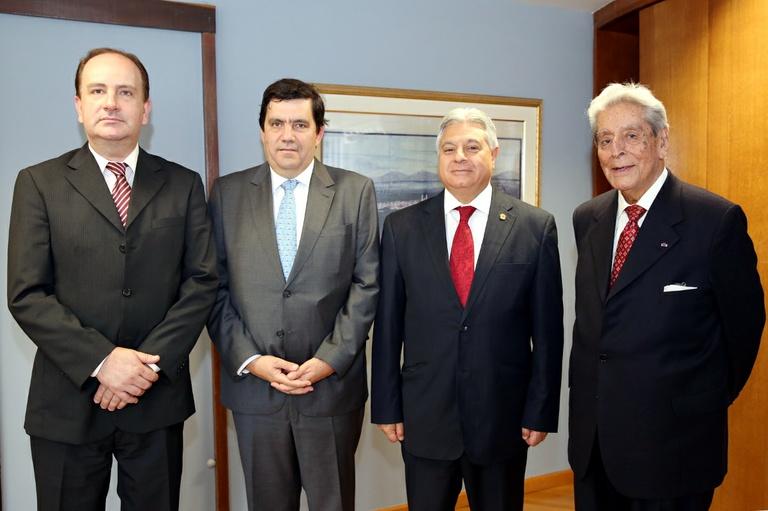 Câmara recebe visita de cônsules do Peru