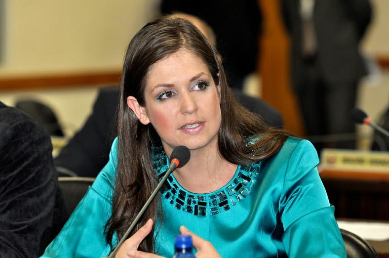Carla Pimentel quer ensino sem ideologia política e religiosa