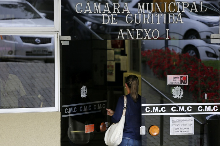 Com salários divulgados, Comissão Executiva defende transparência