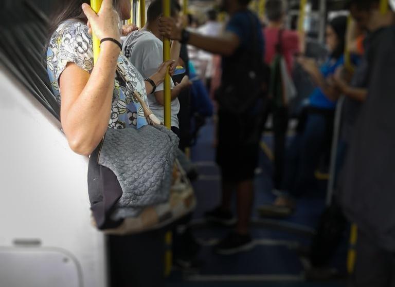 Combate ao assédio sexual no transporte coletivo tem parecer favorável da CCJ