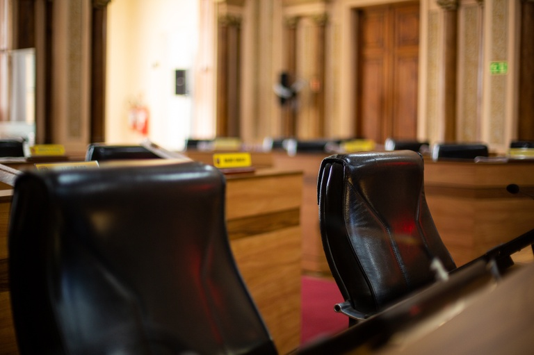 Cumprimento da Lei do Aprendiz como critério de contratação é rejeitado na CMC