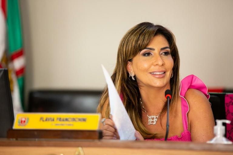 De volta à CMC, Flávia Francischini agradece médicos e doadores de sangue