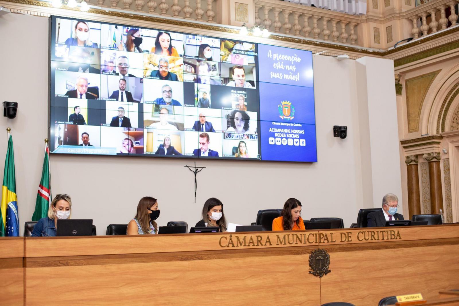 Diplomados, vereadores da 18ª legislatura têm sessão preparatória