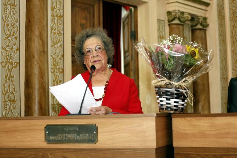 Dona Lourdes é homenageada ao completar 89 anos de idade