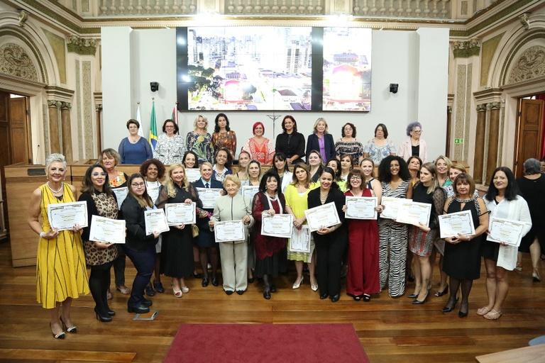 Em alusão ao Dia da Mulher, Câmara homenageia 29 personalidades