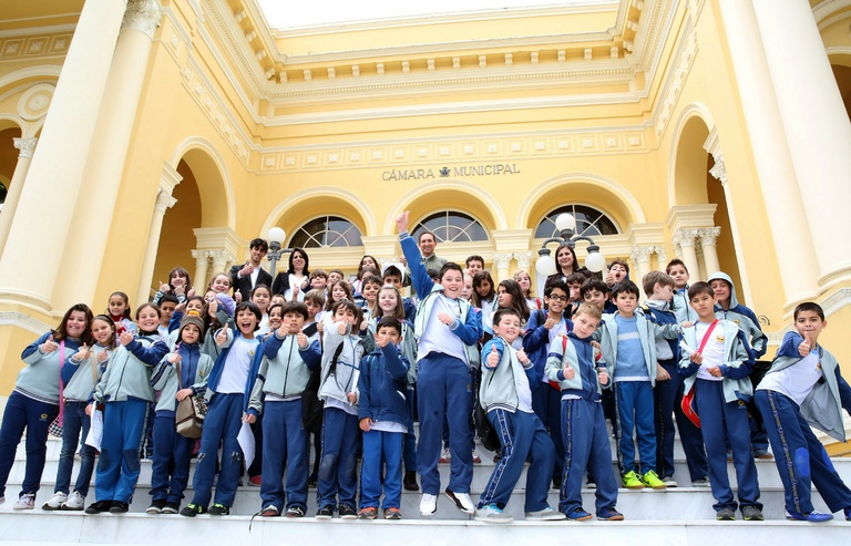 Estudantes de escola adventista conhecem a Câmara Municipal