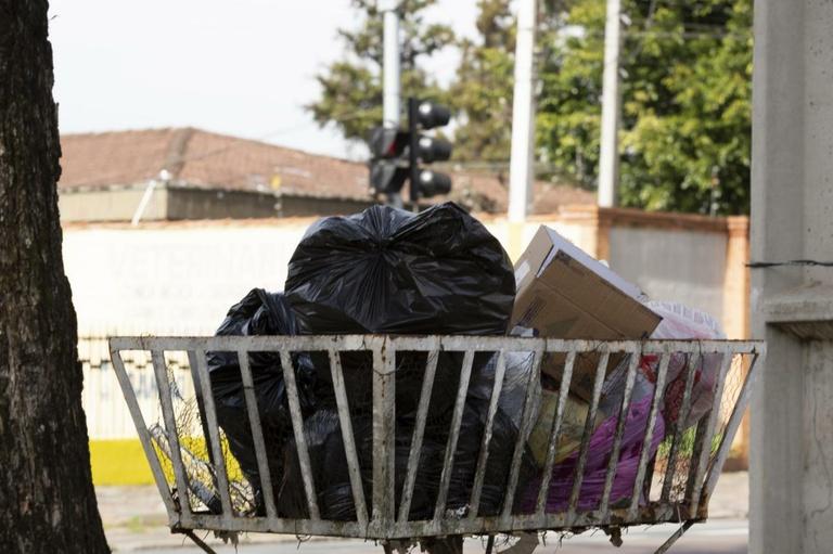 Grandes geradores de resíduos que têm coleta privada podem ser isentos da taxa do lixo