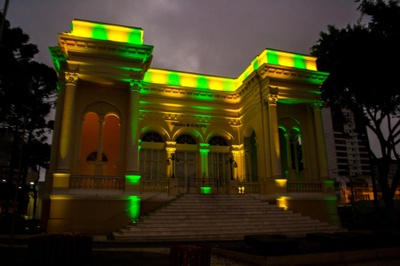 Palacio verde e amarelo - Leticia
