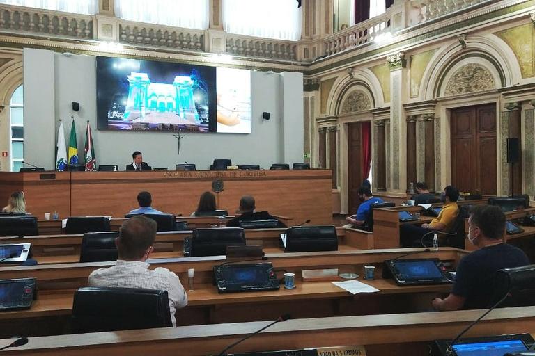 Licitação para serviços gerais da CMC é debatida em reunião da Mesa Direta