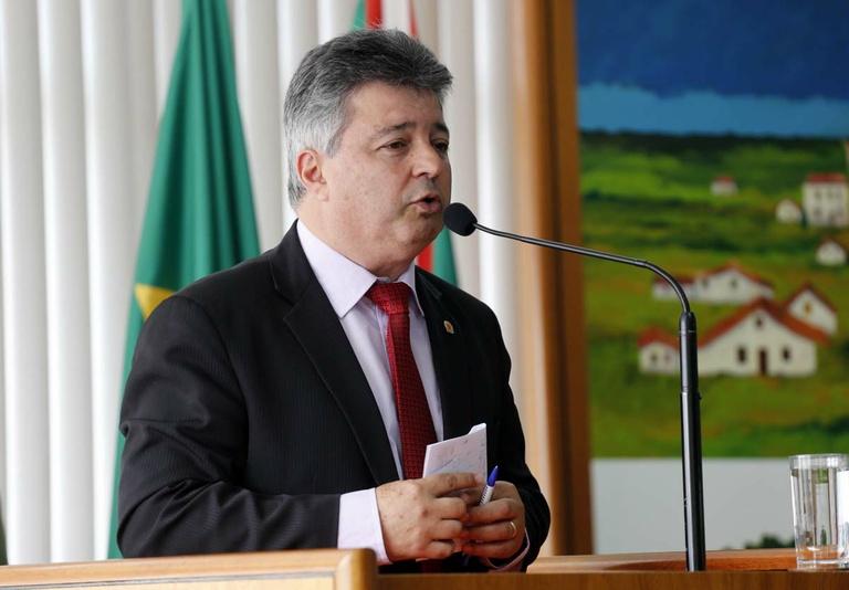 Nos Bairros: Fernandes confirma obra na Rua Antônio Rebelatto