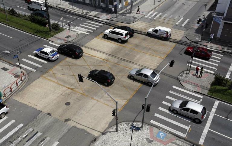 Nos bairros: requeridas sinalizações em cruzamentos
