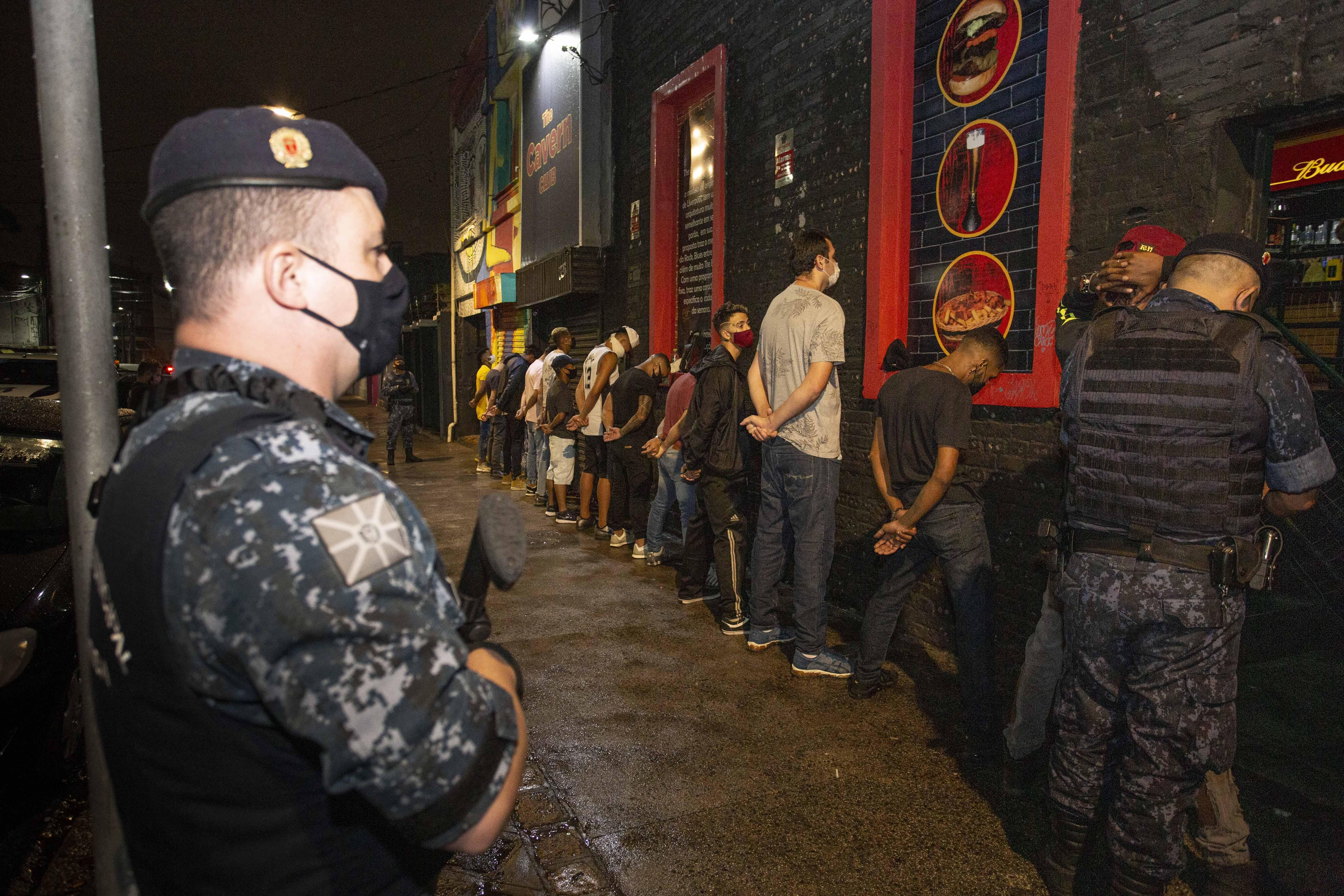 Projeto que reforça multas para festas clandestinas tramita em urgência