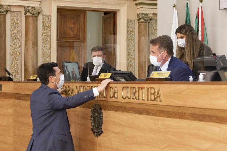 Por 20 a 15 votos, mantida urgência do Regime Emergencial do Transporte