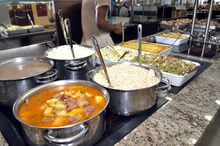 Projeto autoriza buffet por quilo com restrições durante a pandemia