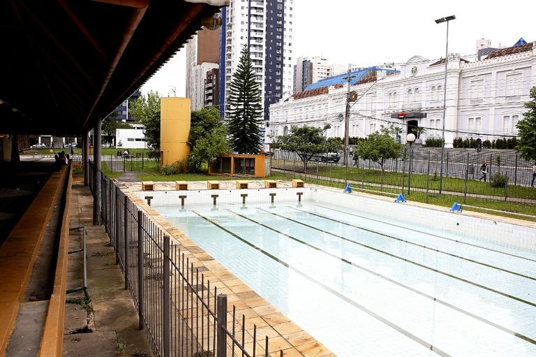 Questionada reforma de centro esportivo na praça Oswaldo Cruz