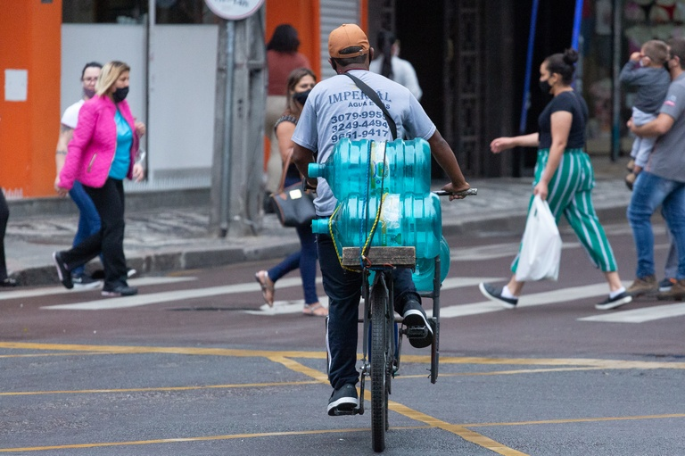 Regulamentação de serviço de entrega  por bikes recebe substitutivo geral