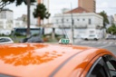 Taxistas e transportadores escolares podem ser isentos de taxa