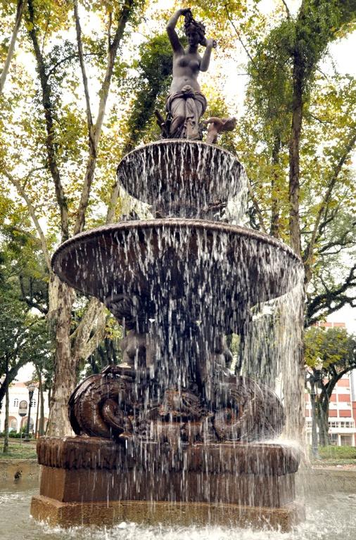 Três momentos na história da Praça Eufrásio Correia