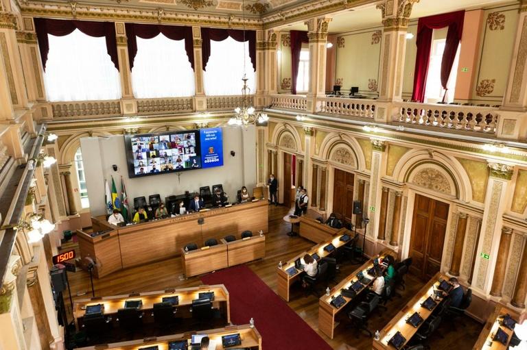 Vereadores de Curitiba incluem dívidas feitas até 31 de dezembro de 2020 no Refic