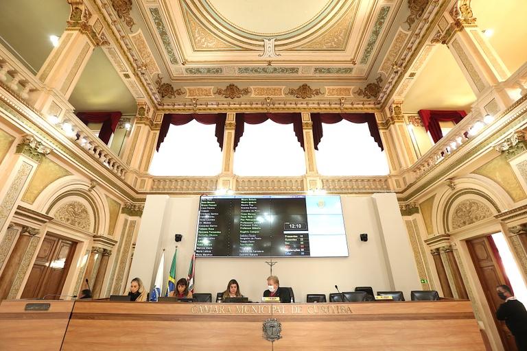 Vereadores debatem flexibilização do comércio e uso de cloroquina