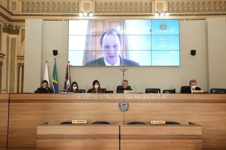 Vereadores e presidente da Urbs debatem regime emergencial ao transporte