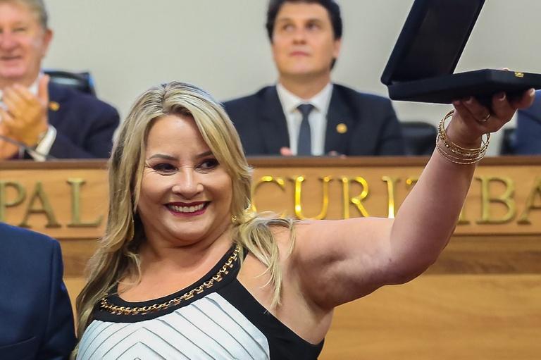 Vereadores lamentam morte de aposentada da CMC pela Covid-19