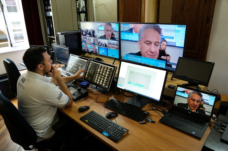 Vereadores realizam primeira sessão virtual da Câmara de Curitiba